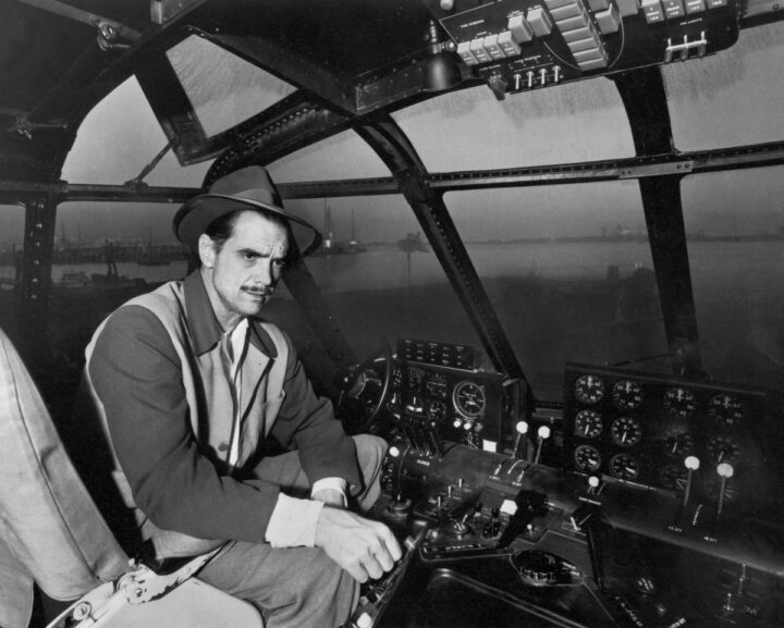 Howard Hughes kimdir